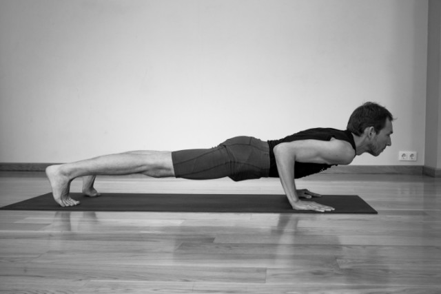 02 chaturanga dandasana 640x480