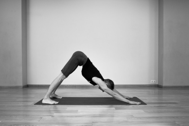 04 adho mukha svanasana 640x480